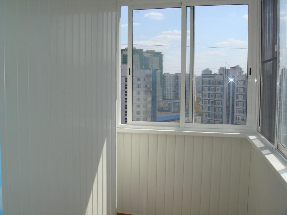 Алюминиевое окно на балкон 1