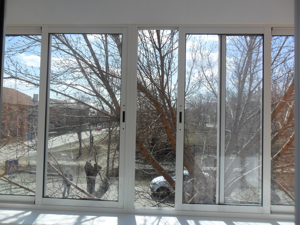 Алюминиевое окно на балкон 3